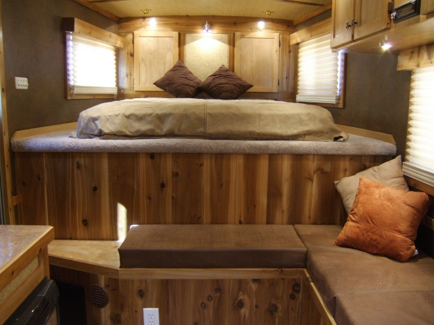 Small Living Quarters Horse Trailer And Lion Photos